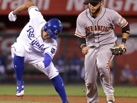 Kansas City Royals' Raul Mondesi, left, is chased down by San Francisco Giants shortstop Brandon Crawford in a rundown during the fifth inning of a baseball game Tuesday, April 18, 2017, in Kansas City, Mo. Mondesi was out on the play. (AP Photo/Charlie Riedel)
