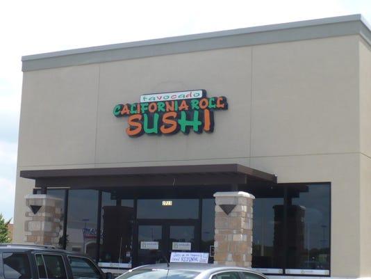 635761173996732126-avocado-sushi2