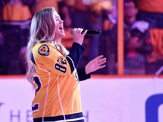 Kelly Clarkson sings the national anthem before game
