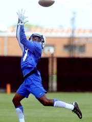 MTSU's Richie James (3) catches the ball during MTSU's