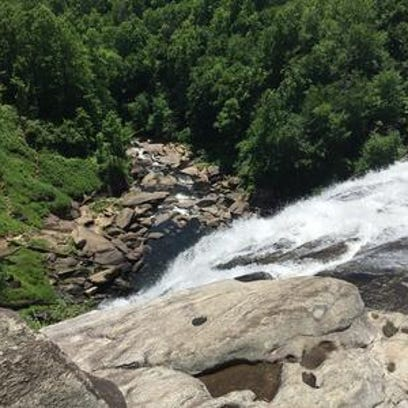 Man gets caught in currents, dies after going over Rainbow Falls in Transylvania County