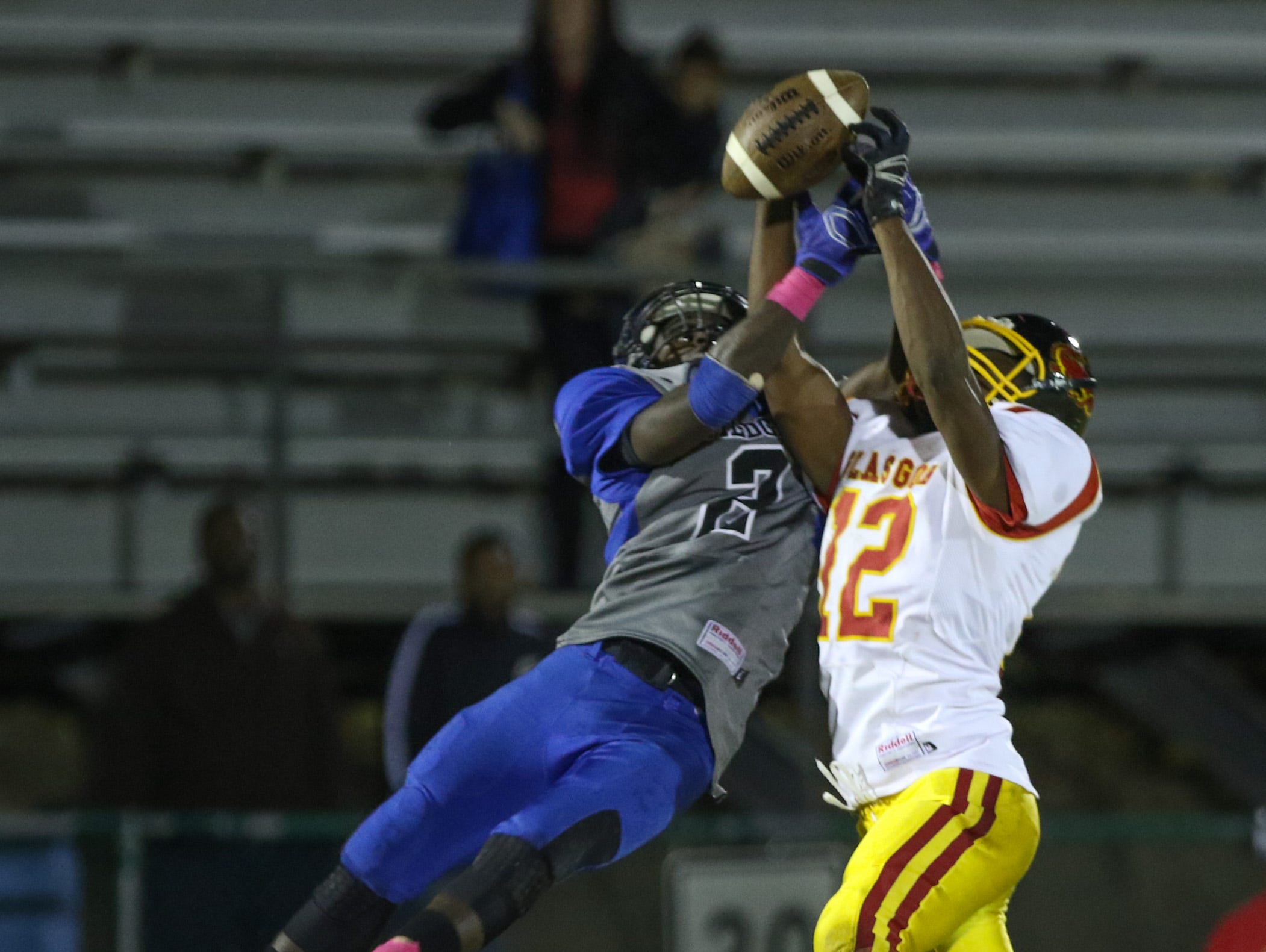 Howard's Na'Quan Watson and Glasgow's Donte' Williams go up for a ball in the first quarter as No. 3 Howard hosts No. 9 Glasgow at Baynard Stadium Thursday.
