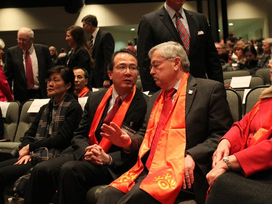 Iowa Gov. Terry Branstad chats with China Consul General