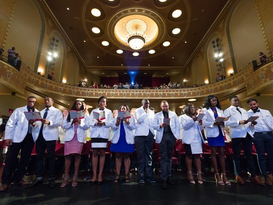The Class of 2021 recites the Hippocratic Oath at the