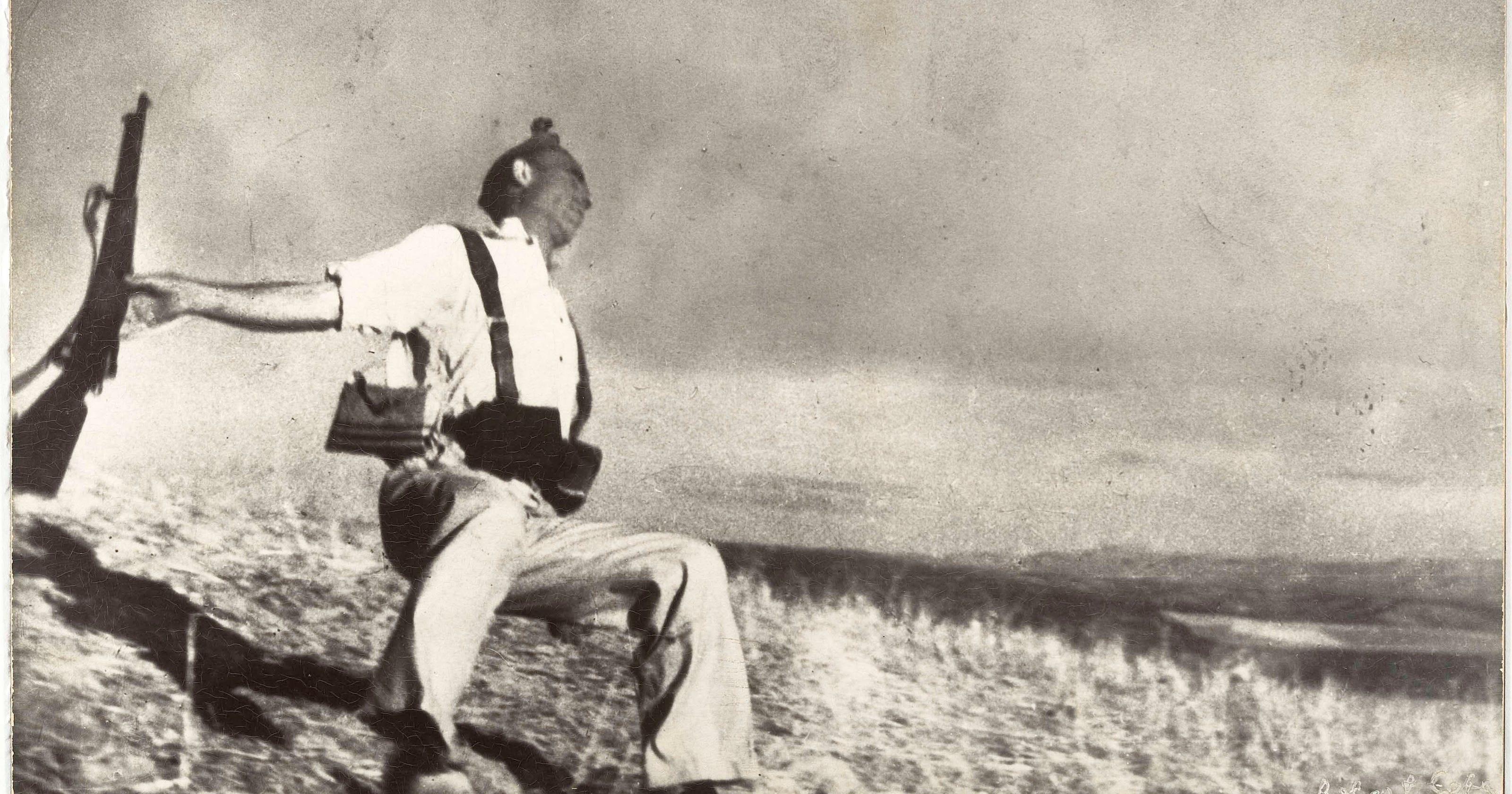 The Falling Soldier - Wikipedia Robert capa fake photo