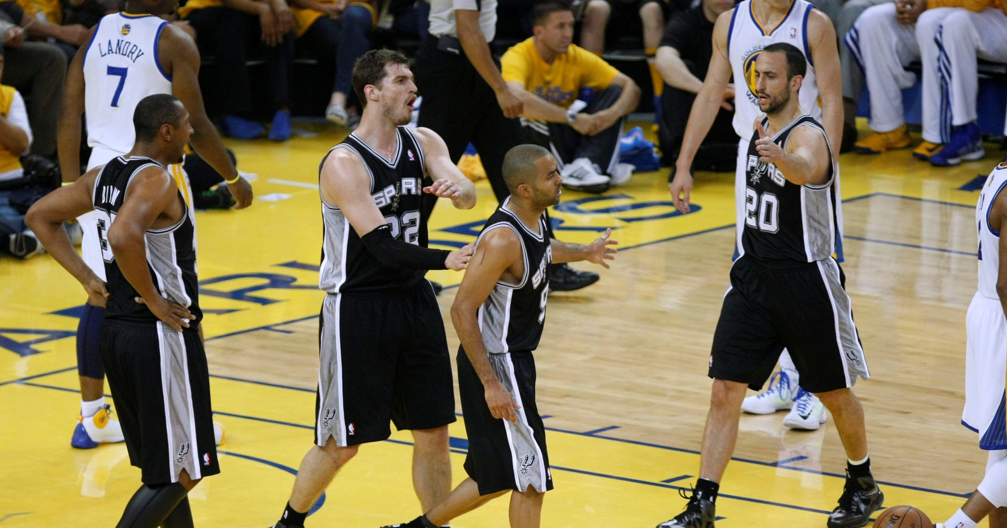 Stephen Curry hurts ankle as Spurs go up 2-1 on Warriors