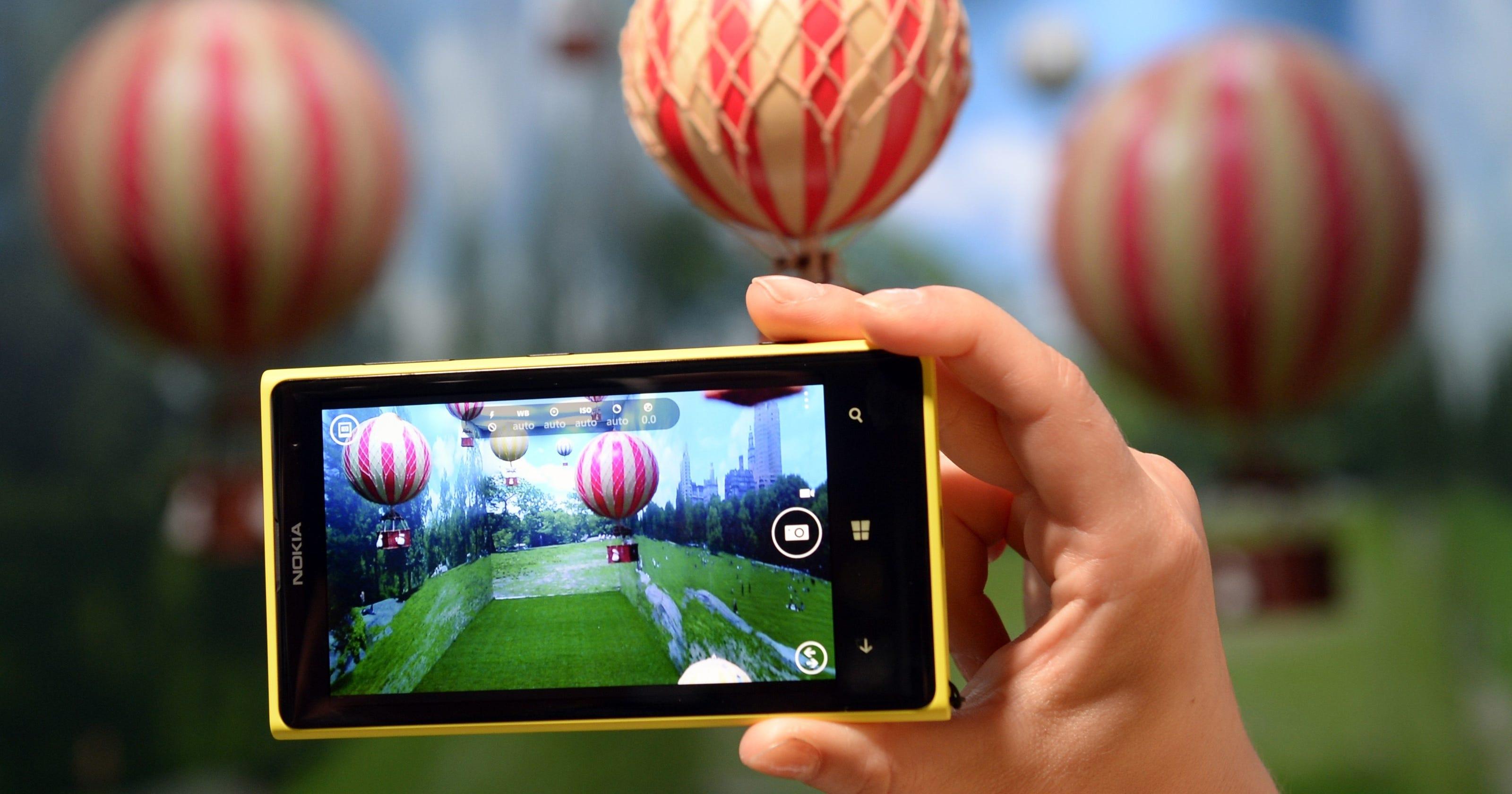 Nokia unveils Lumia 1020 phone with 41-megapixel camera