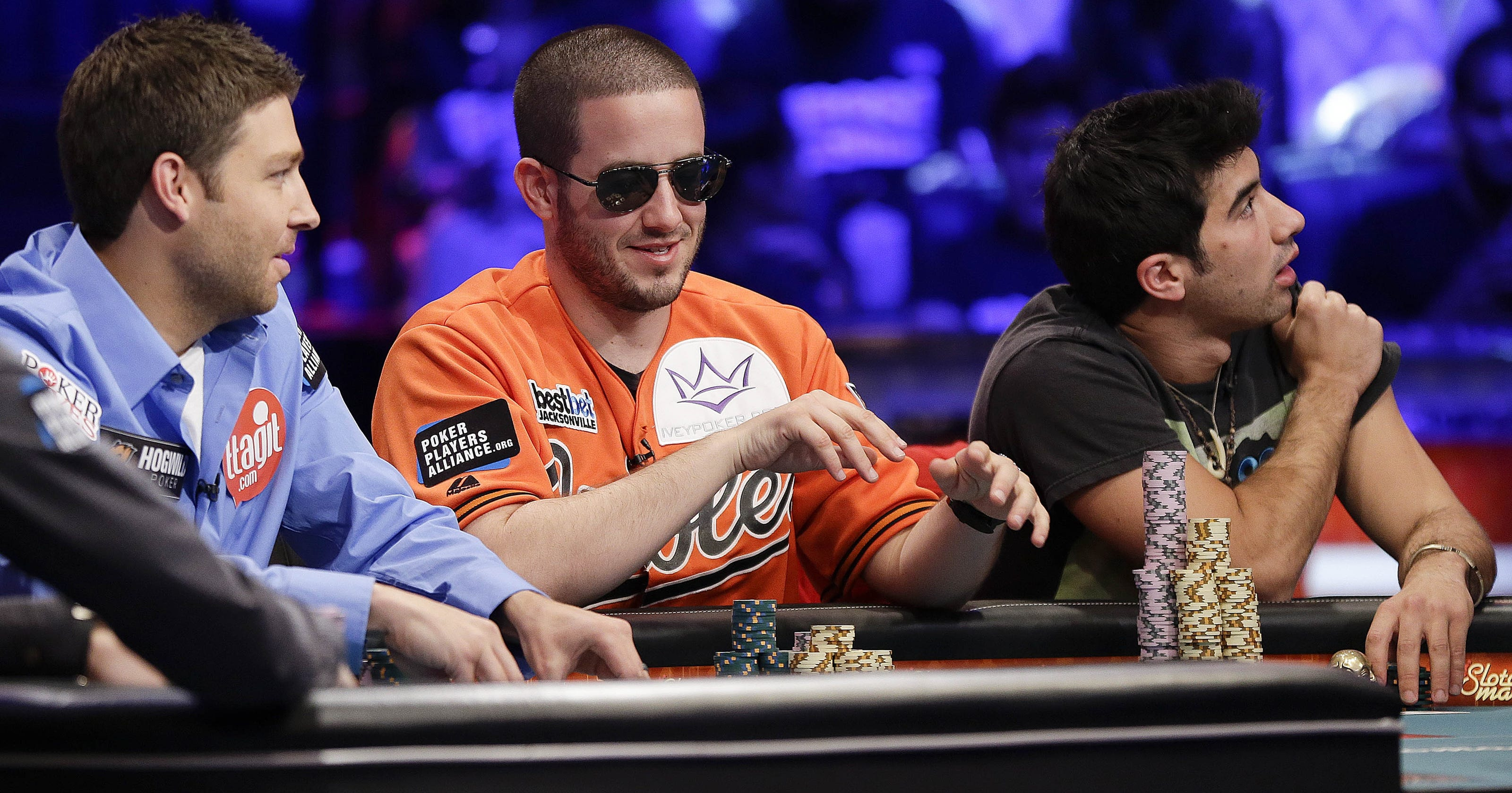 Student two pros comprise wsop main event final three - Final table world series of poker ...