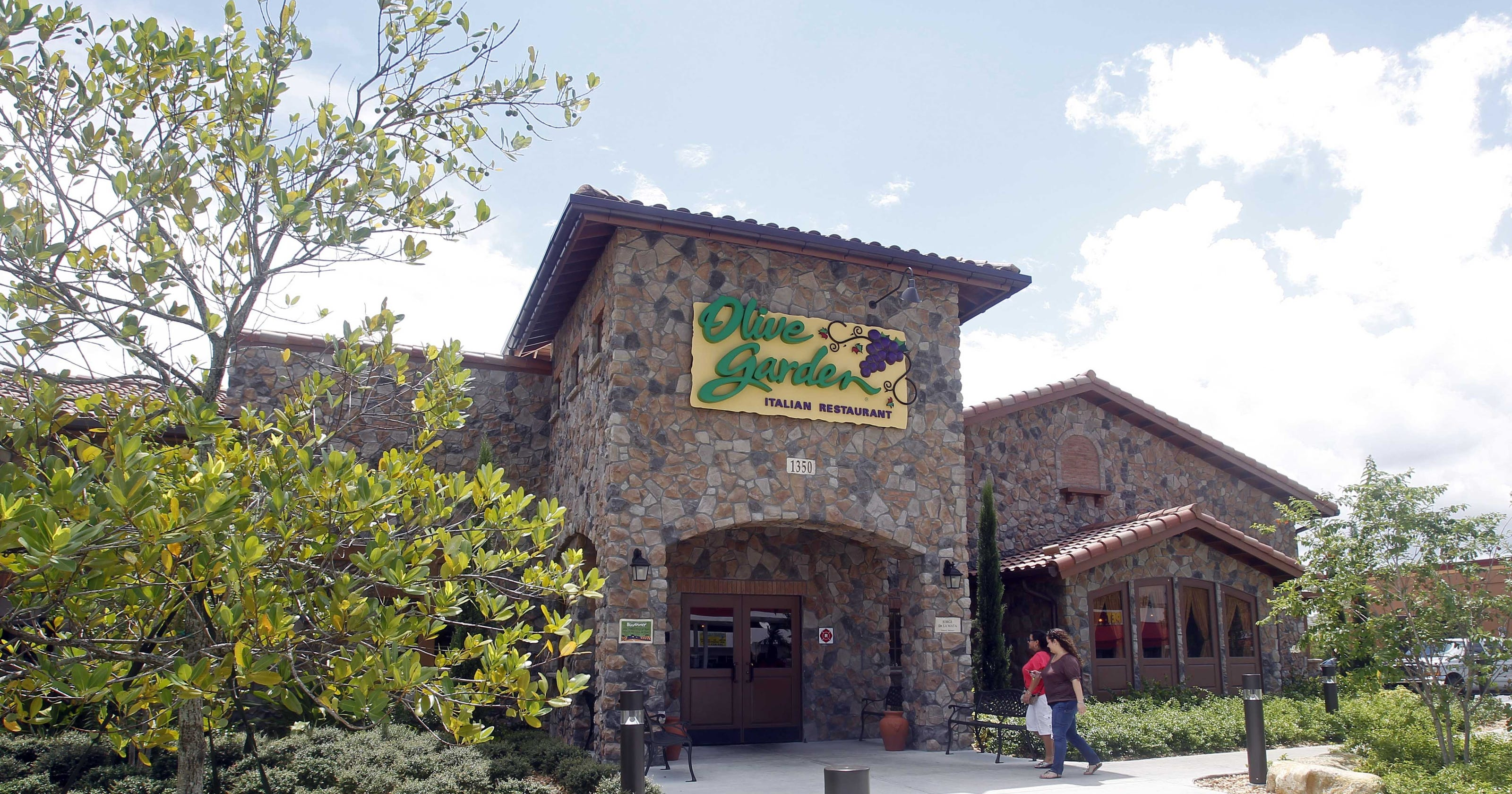 Opposition to health care law hurts olive garden parent for Who owns olive garden
