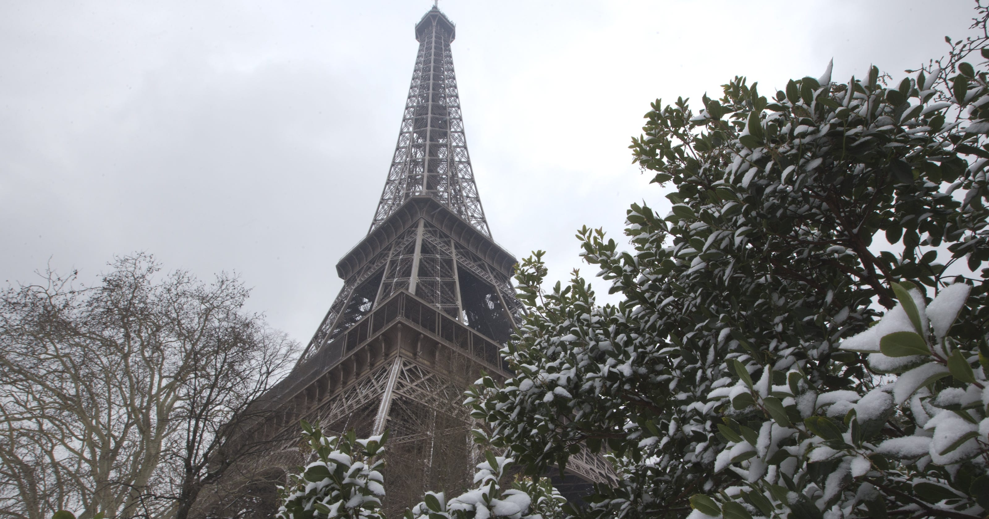 big snowstorm wreaks travel havoc in europe. Black Bedroom Furniture Sets. Home Design Ideas