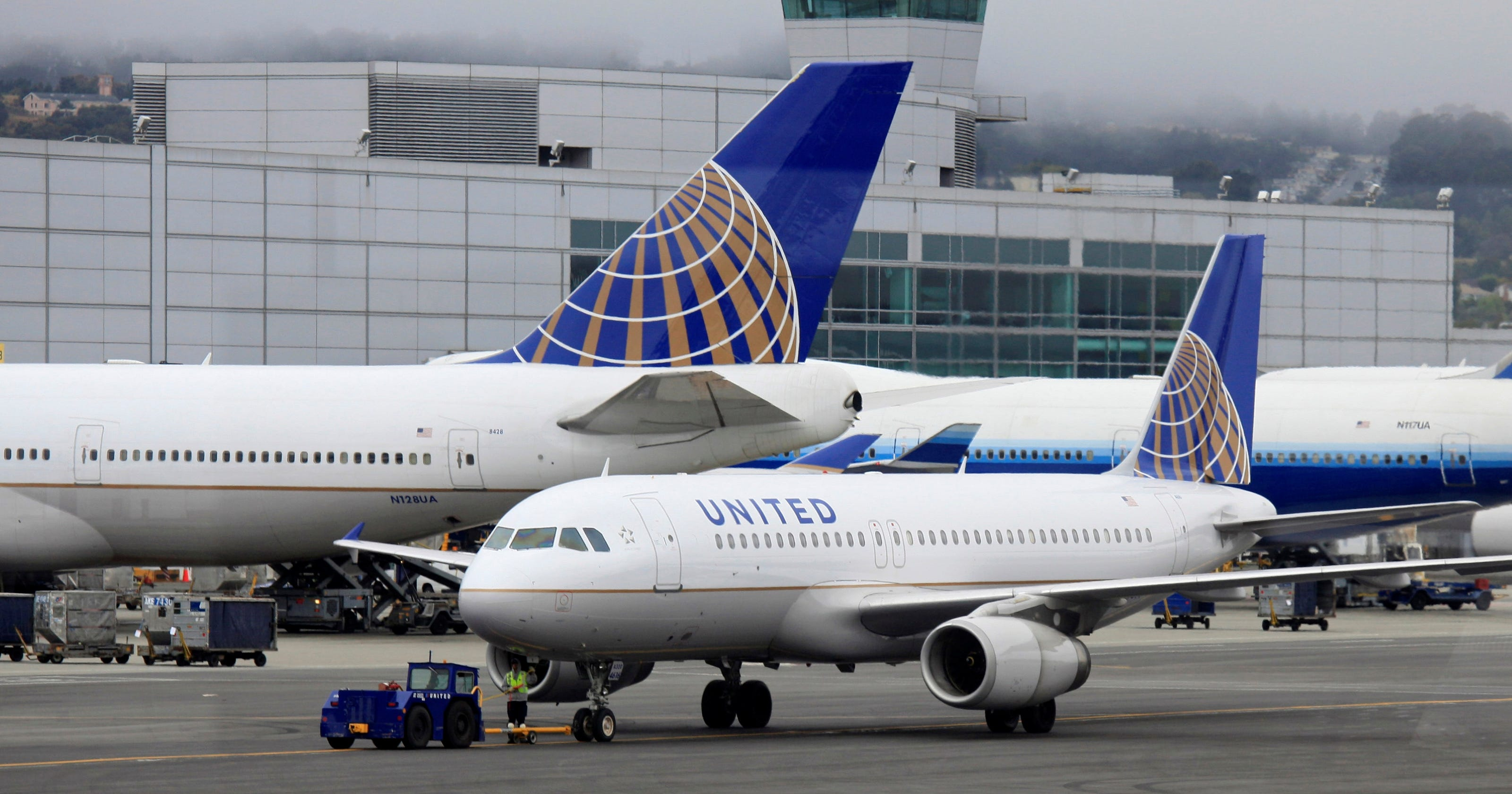 united airlines ups domestic change fee to 200