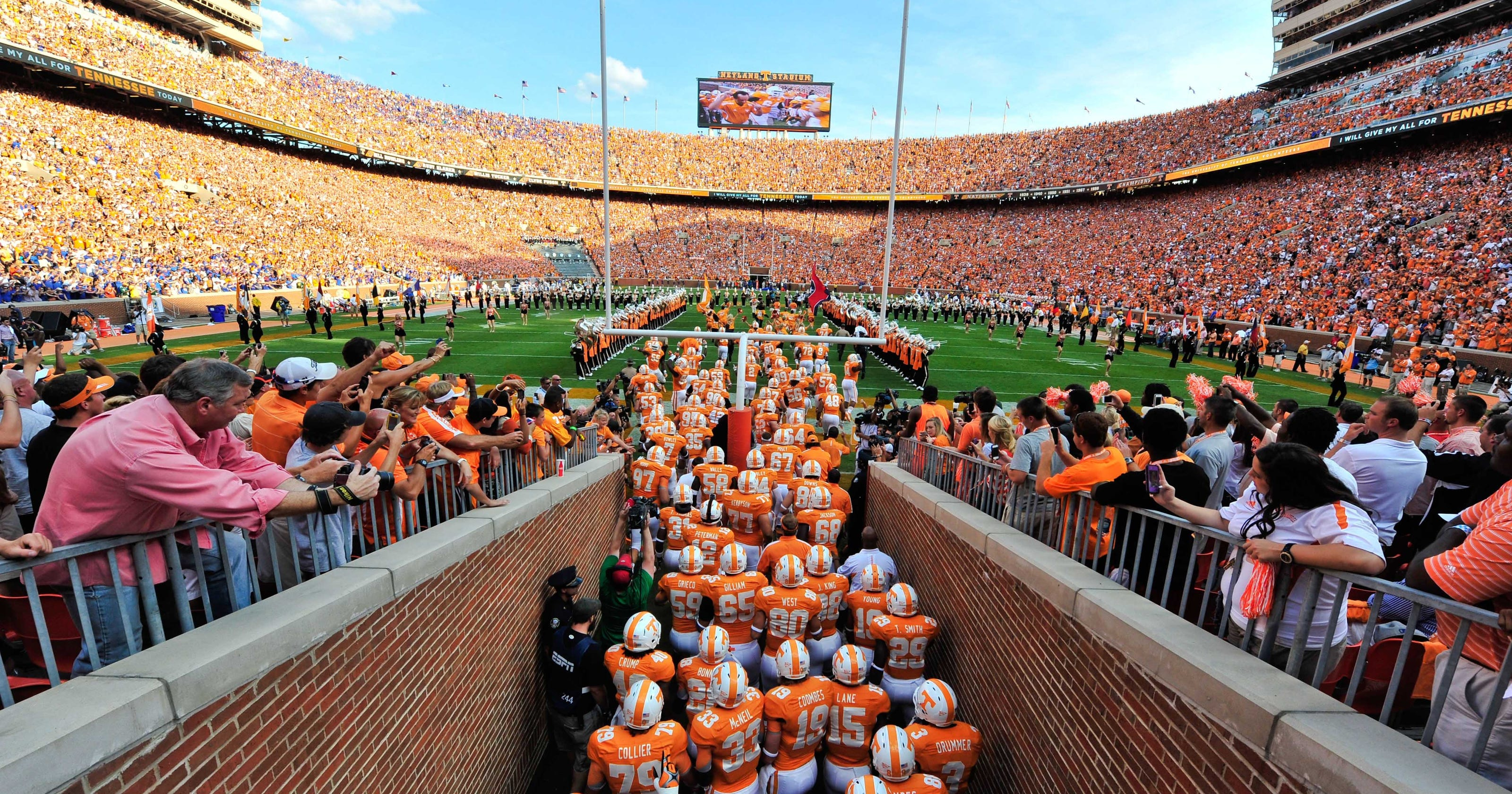 Report tennessee athletics over 200 million in debt for Sec football wallpaper