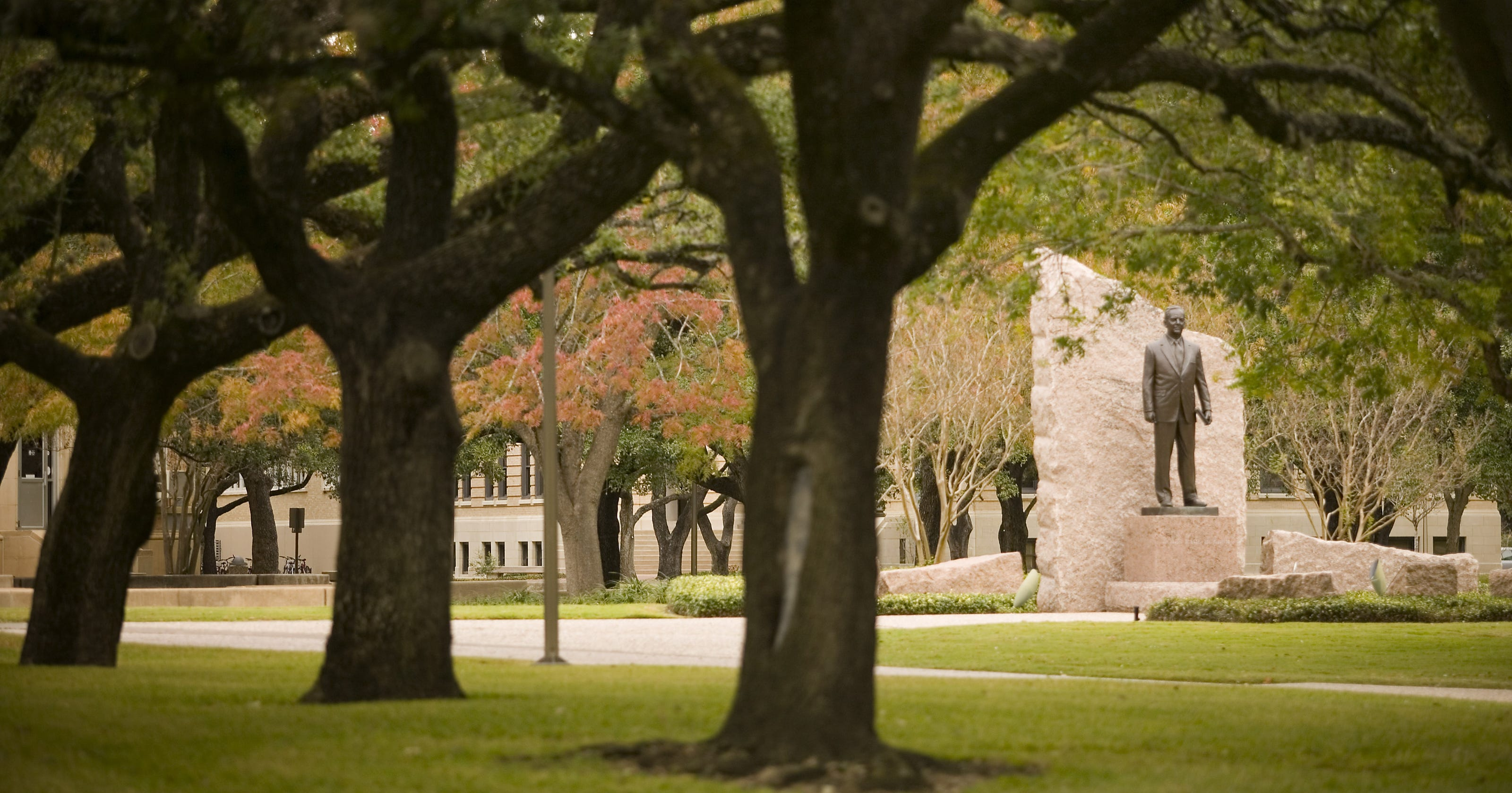 texas a u0026m issues bomb threat alert  clears campus