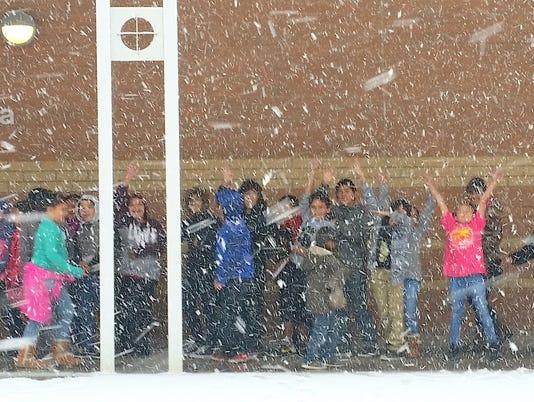 mescalero-students-greet-snow
