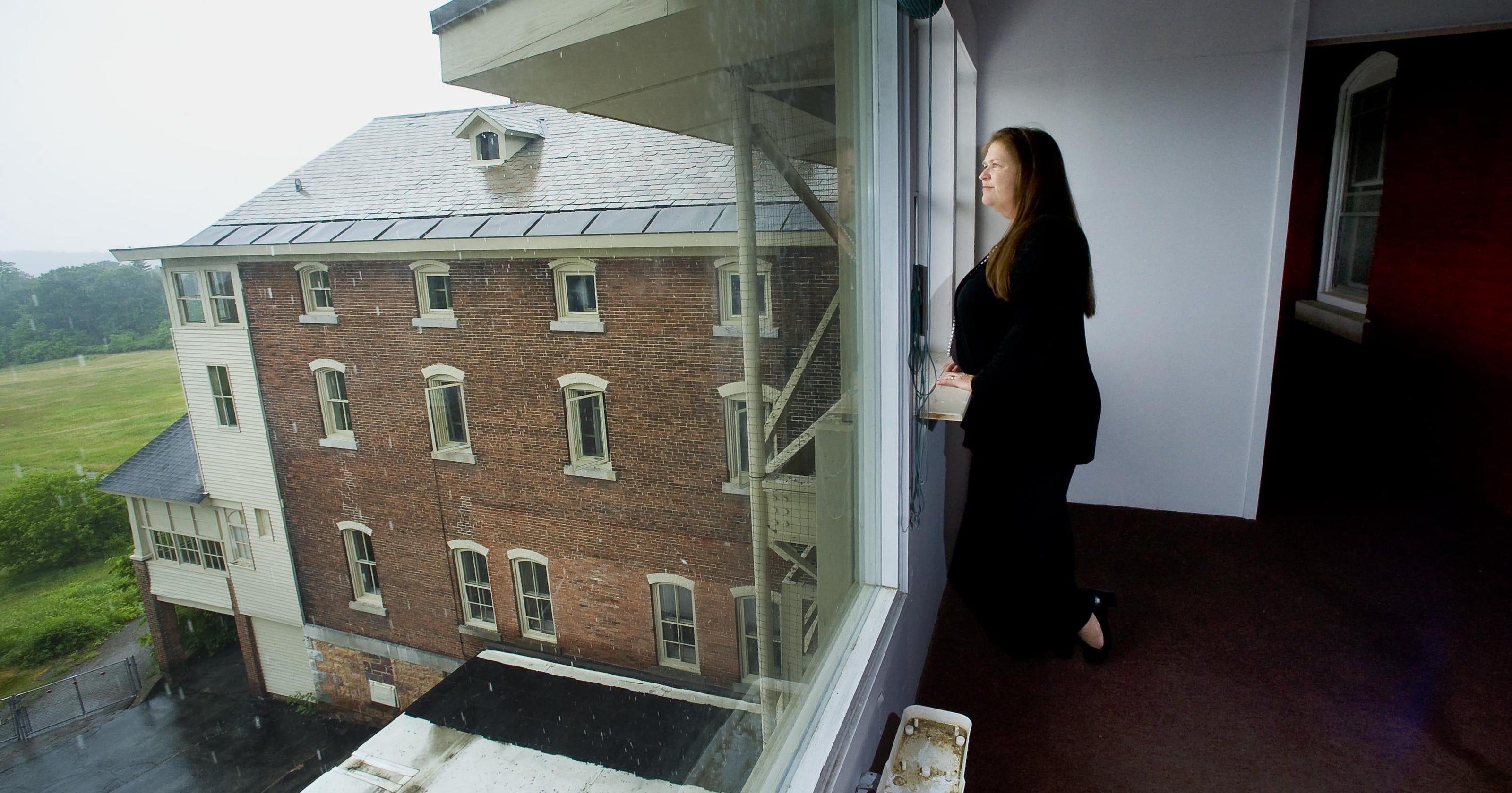 The unraveling of Jane Sanders' Burlington College legacy