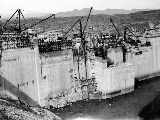 Construction of Elephant Butte Dam.