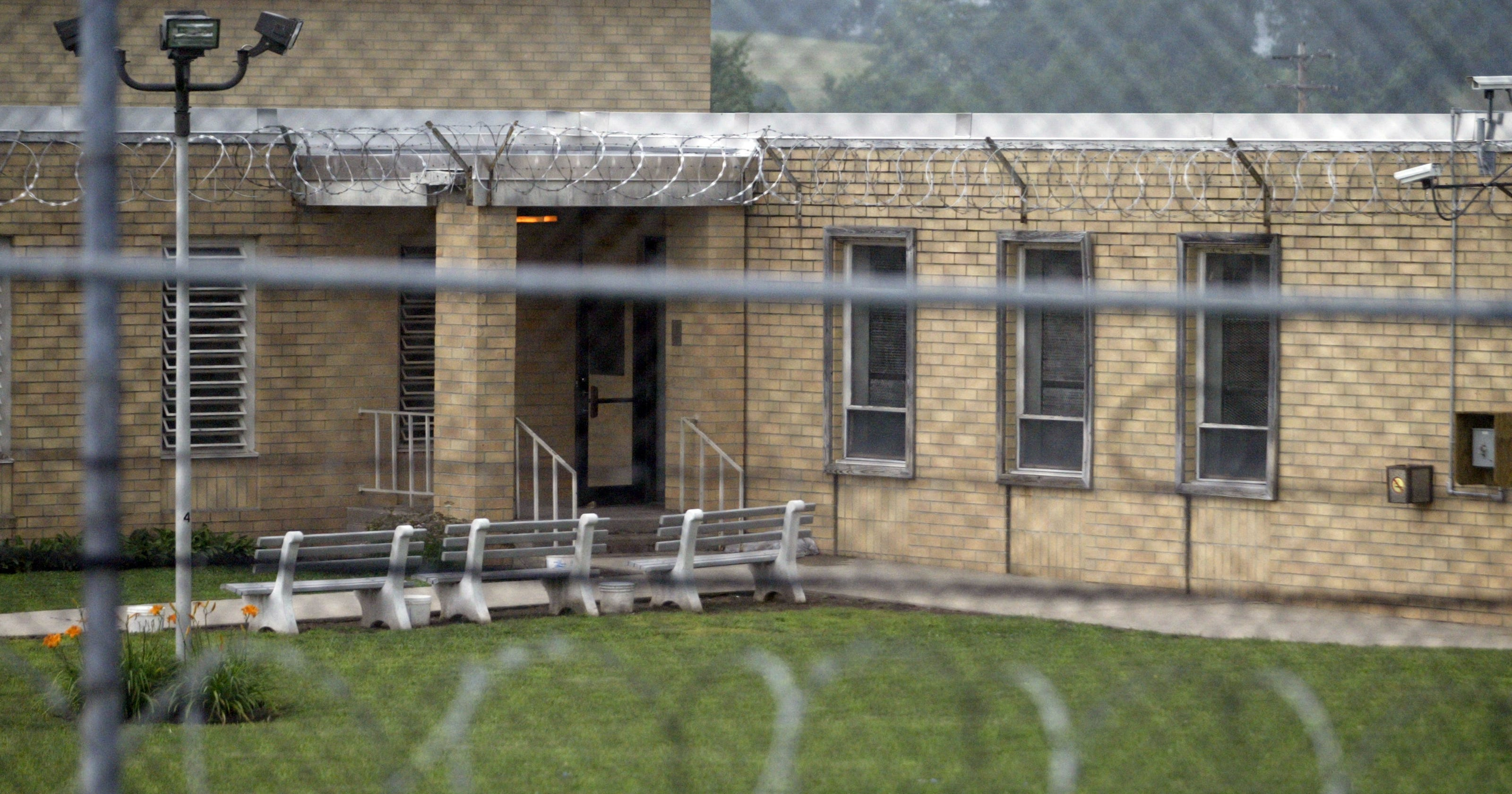 Two former Edna Mahan inmates suing state Department of