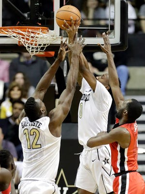 Vanderbilt guard Saben Lee, center, tips in a shot over the reach of teammate Djery Baptiste (12) and Georgia guard William Jackson II, right, in the first half of an NCAA college basketball game Wednesday, Feb. 7, 2018, in Nashville, Tenn.
