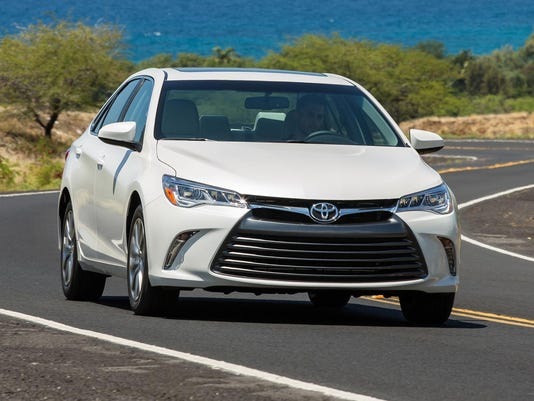 2015_Toyota_Camry_XLE_005
