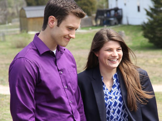 "Bobby Smith and Tori Bates stand together in a ""Bringing Up Bates"" episode."