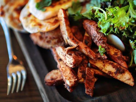 Highlander Scottish Pub Chef Martin Mitchell's Indian share platter is tandoori chicken, nan bread , raita, chutney and onion bhaji at the Pub in Collierville's town square.
