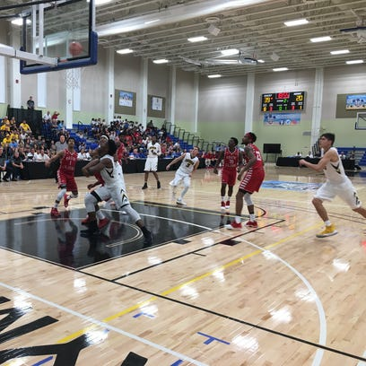 Iowa players try to rebound a Jordan Bohannon missed
