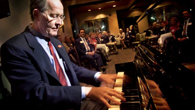 Senatorial candidate Lamar Alexander plays a Hank Williams song during a fundraiser at Merchants Restaurant Nov. 2, 2002.