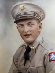 Korean War-era vet Melvin Schmidt in his military uniform.
