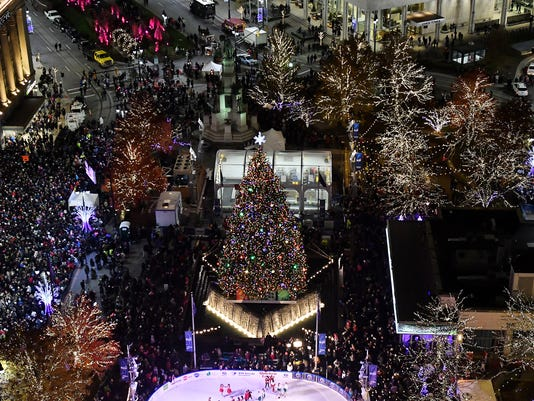 636465489827289798-2017-1117-rb-me-tree-lighting203.jpg