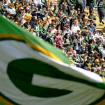 Sunday's game between the Green Bay Packers and the New York Jets drew a crowd of 78,041 to  Lambeau Field.