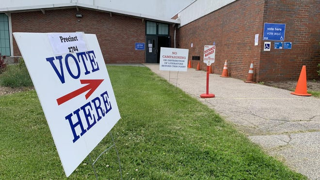 A sign points voters in the direction of the polling location at Portsmouth High School.