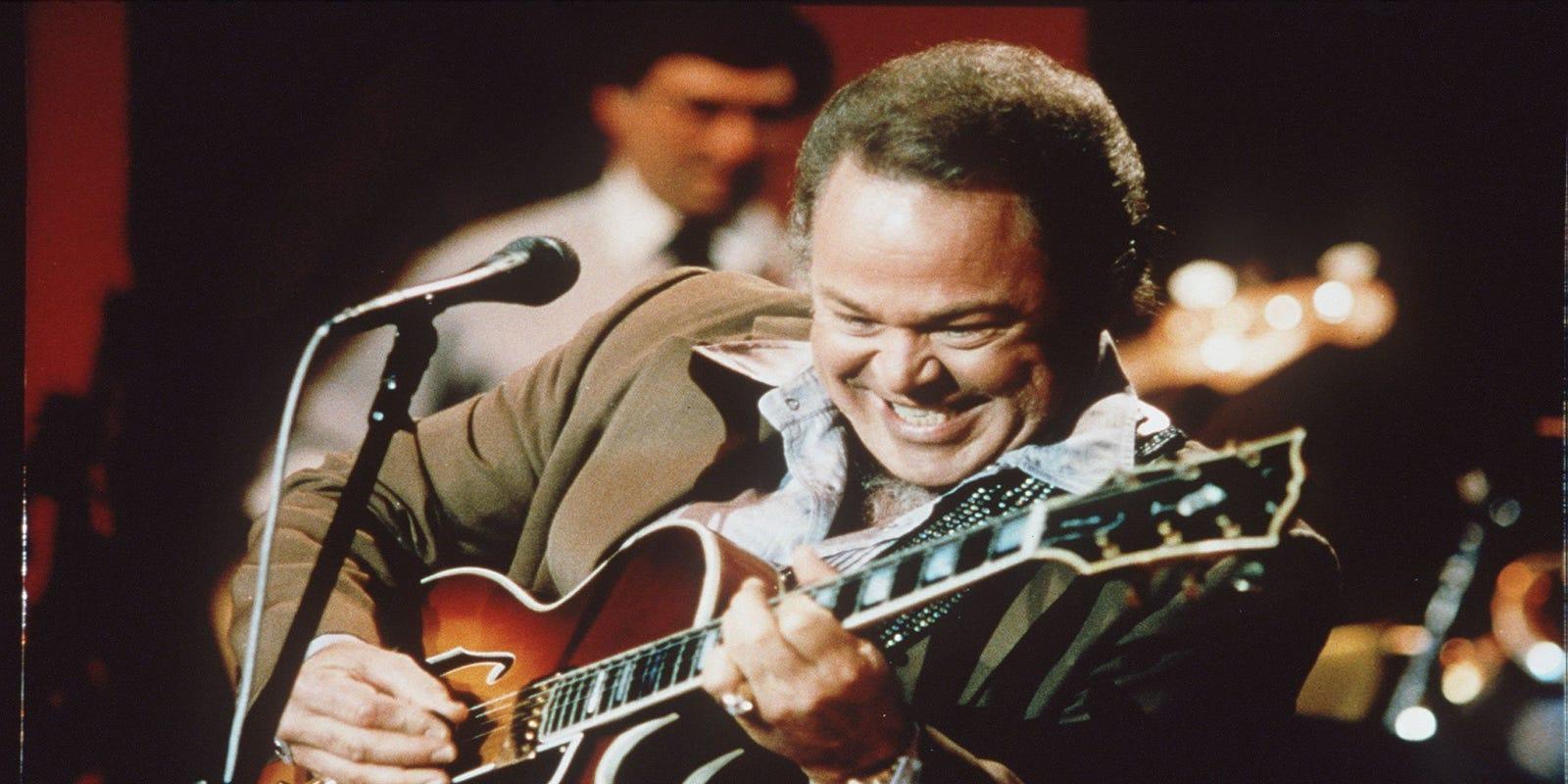 Roy Clark Country Guitar Virtuoso Hee Haw Star Dies At 85