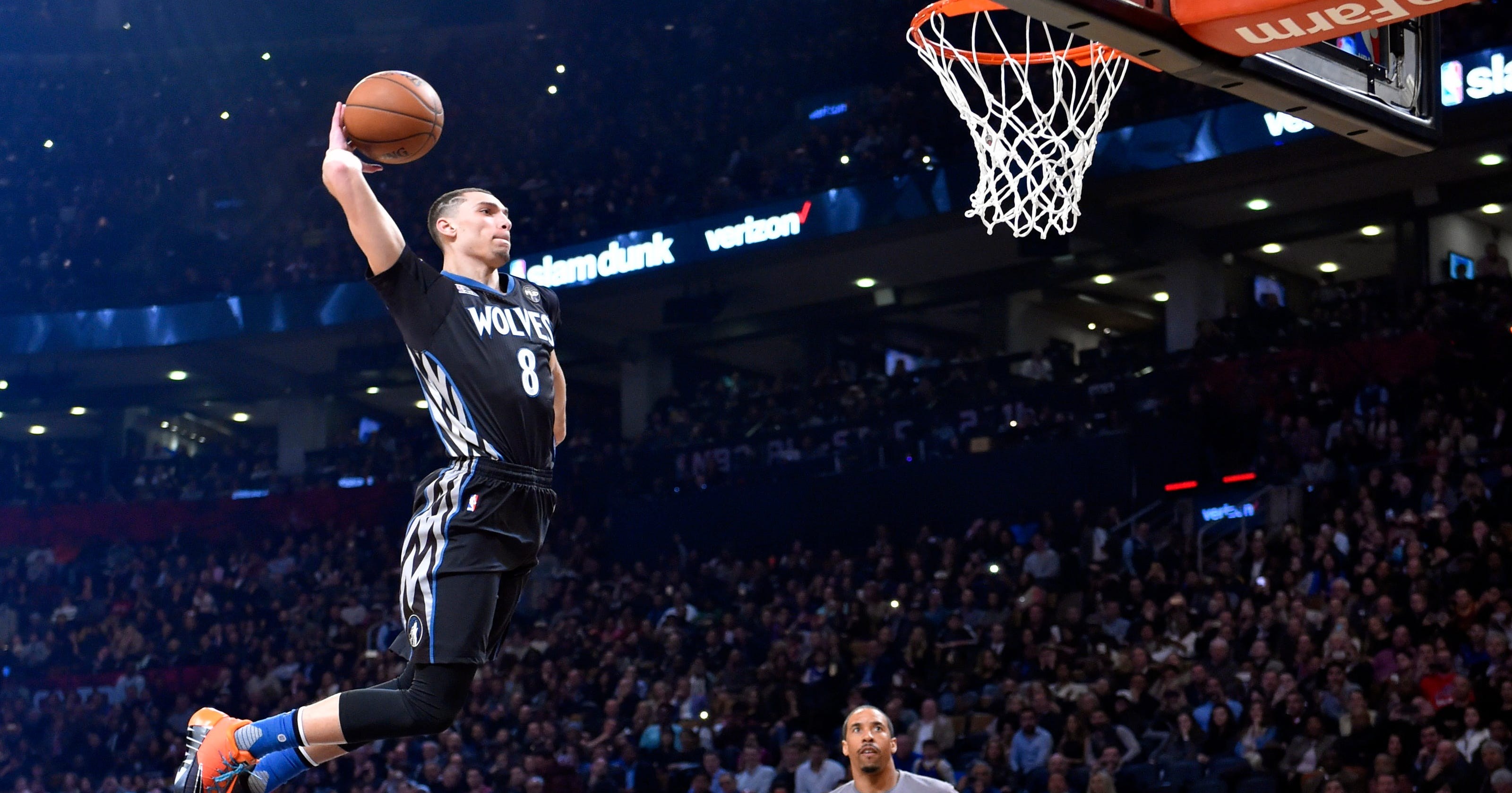 Zach LaVine puts on a show to win second straight dunk contest 4309364f8