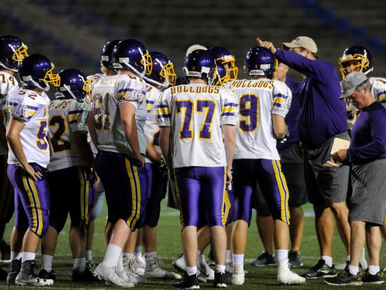 Wylie head coach Hugh Sandifer talks to the offense