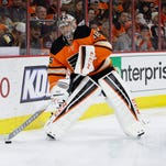Flyers goalie Steve Mason in action against the Pittsburgh Penguins on Saturday.