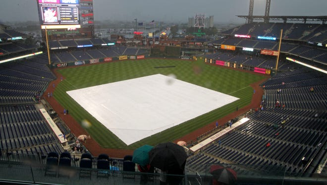 Unlike Tuesday, the tarp that covers the infield at Citizens Bank Park in Philadelphia never came off for the Mets-Phillies game on Wednesday.