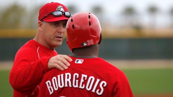 Reds manager Bryan Price talks to outfielder Jason