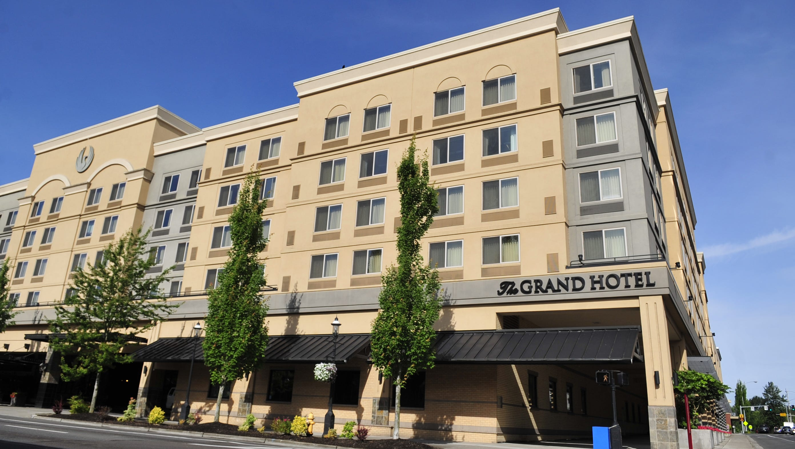Grand Hotel To Pay Customers For Eclipse Reservation Problems