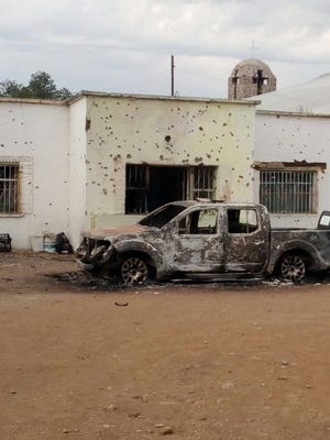 Two state police officers were killed Saturday when gunmen attacked a hotel housing police in Las Varas, Chihuahua.