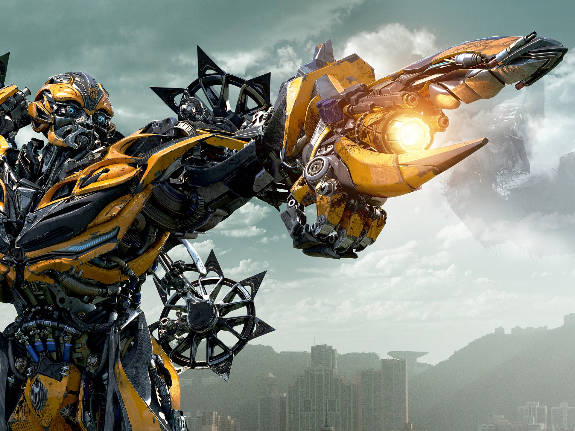 new stills of bumblebee and optimus prime from transformers 4 age of extinction transformer. Black Bedroom Furniture Sets. Home Design Ideas
