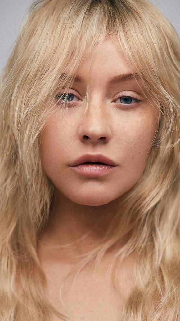 Christina Aguilera let her freckles shine through.