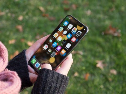 Apple-iPhone-X-Display.jpg