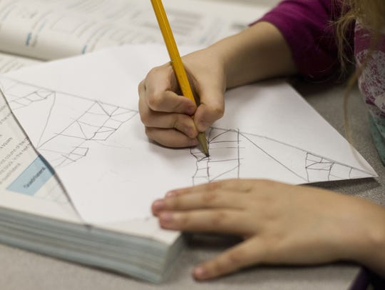 Third-graders in Apache Junction draw polygonal shapes