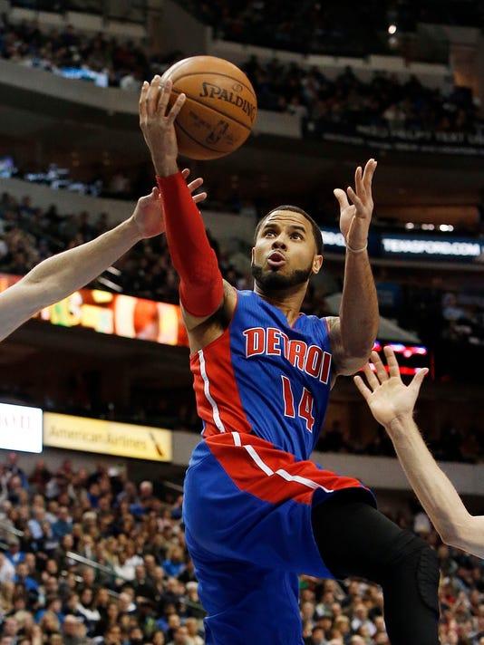 635562681824492792-AP-Pistons-Mavericks-Basketb-1-