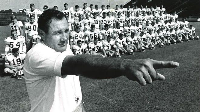 Former FSU Coach Bill Peterson with his football team.