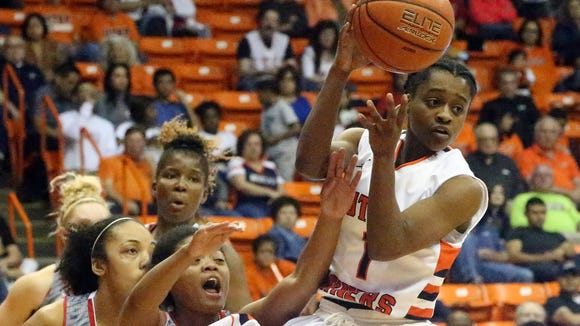 UTEP's Starr Breedlove finds a teammate to pass the ball to while driving to the basket against Florida Atlantic on Saturday in the Don Haskins Center.