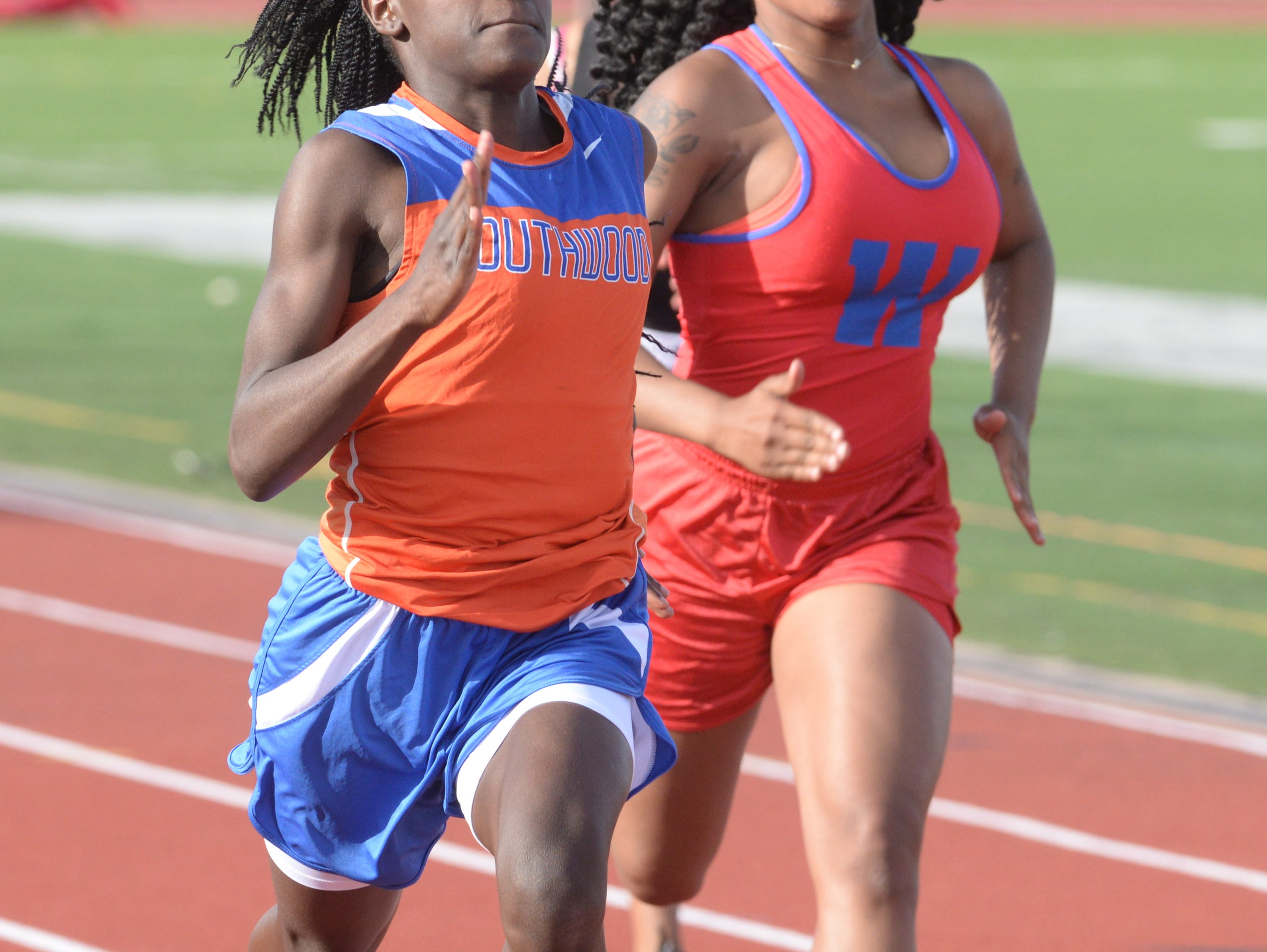Southwwod's Heaven Black edges out Desiree Horton of Woodlawn in the 100M dash at the Shreveport relays.