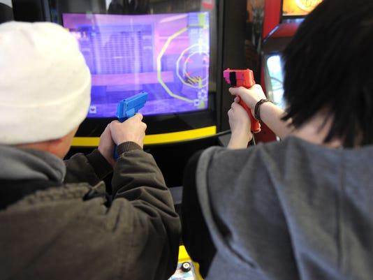 MNJ 0201 New arcade opens_01.jpg