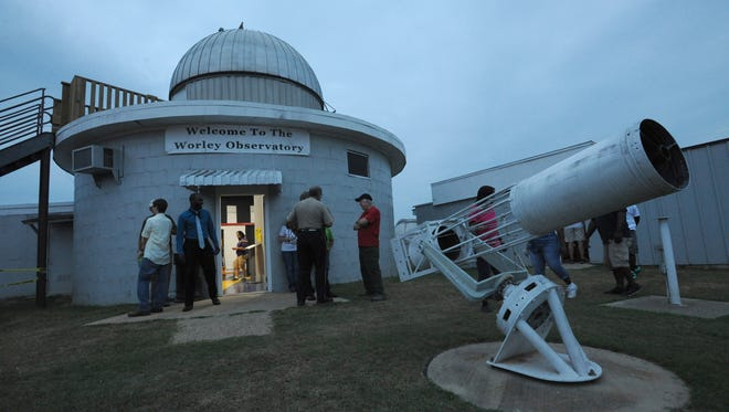 Folks start to gather at the Shreveport-Bossier Astronomical Society's Lunar Eclipse Party at Worley Observatory.