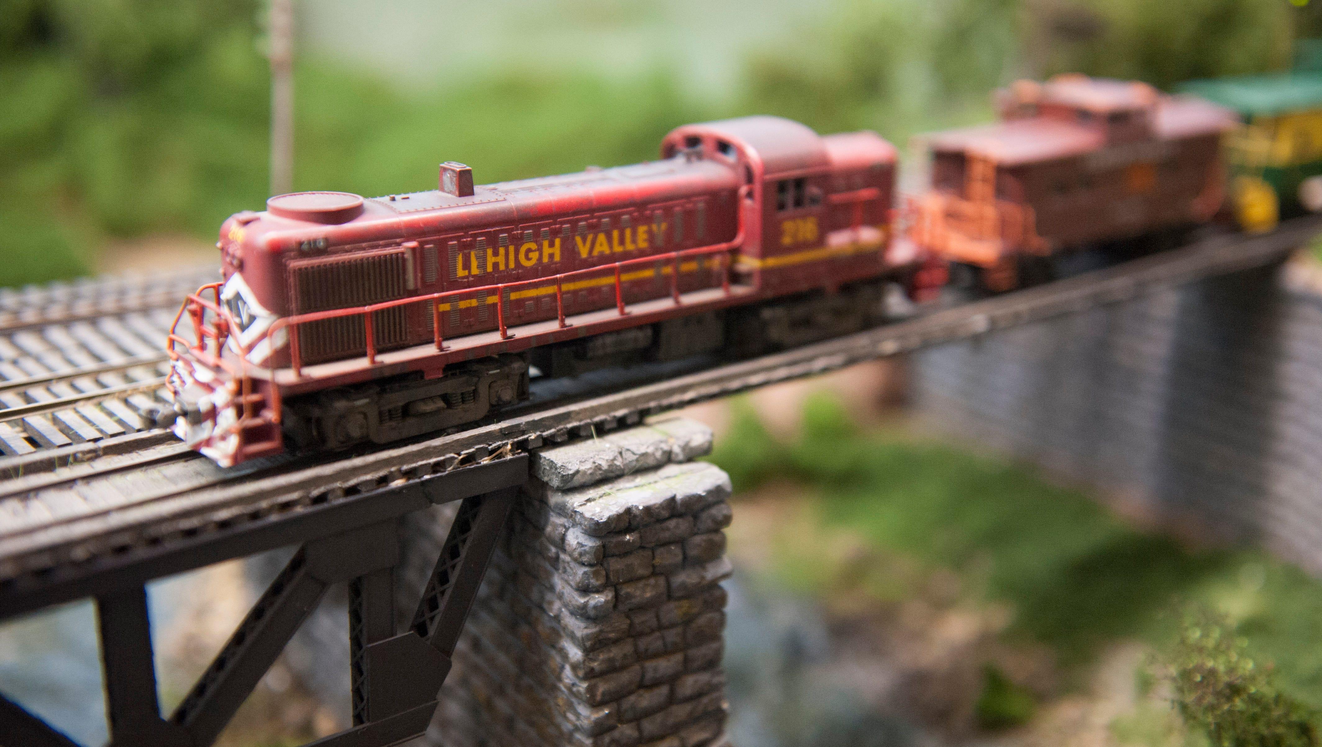 Model Railroads Show History In Small Scale